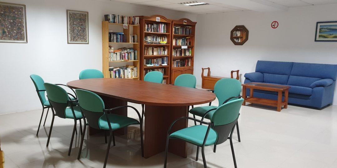 Biblioteca Apartamentos Nerja Bahía